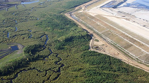 Aerial view of Alberta tar sands development, aka the destruction of the Alberta boreal forest. (Global Forest Watch Canada)